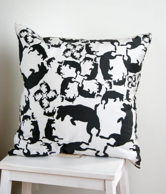 Diivanipadi digiprint koerad must-valge